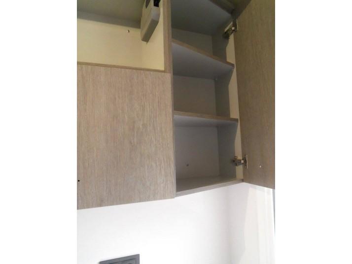 Reforma cocina roble gris detalle del interior de los muebles