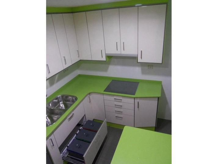 Muebles de cocina en blanco brillo