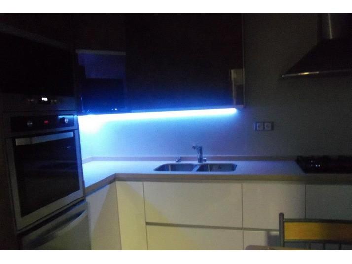 iluminación incorporada en armarios