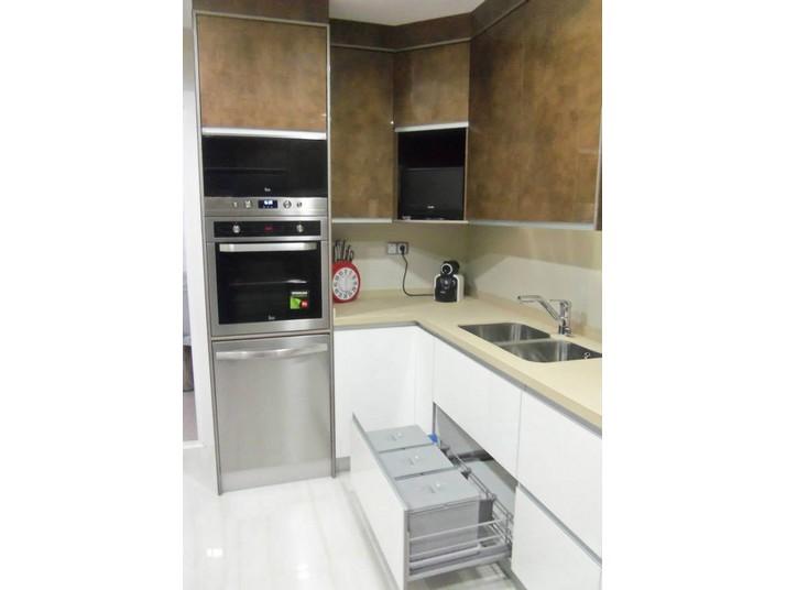 Muebles de cocina a medida en color blanco luxe y estampado Cuzco Luxe