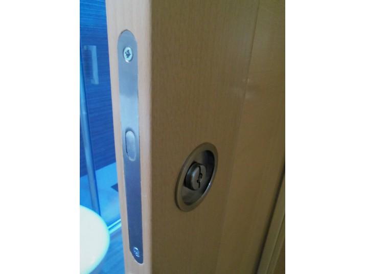 Detalle cerrojo puerta corredera