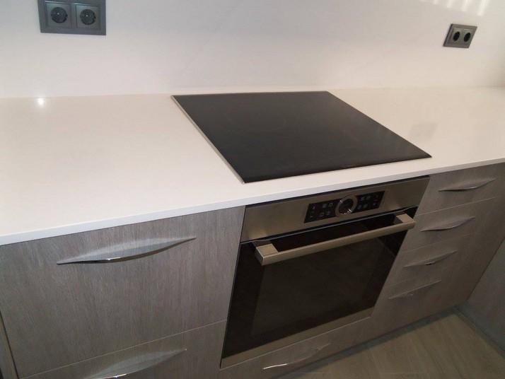 Reforma cocina roble gris vista del horno