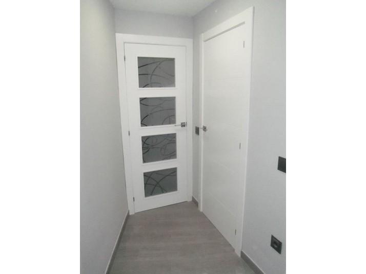 Puertas blancas lacadas Mapi con vidriera y sin vidriera