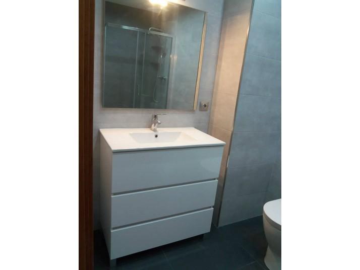 Reforma baño grafito mueble de baño en blanco