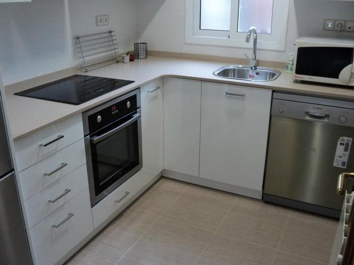 Cocina blanco brillo muebles de cocina a medida cocinas for Azulejos cocina blanco brillo