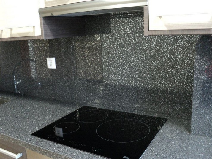Efecto brillo del Silestone color carbono