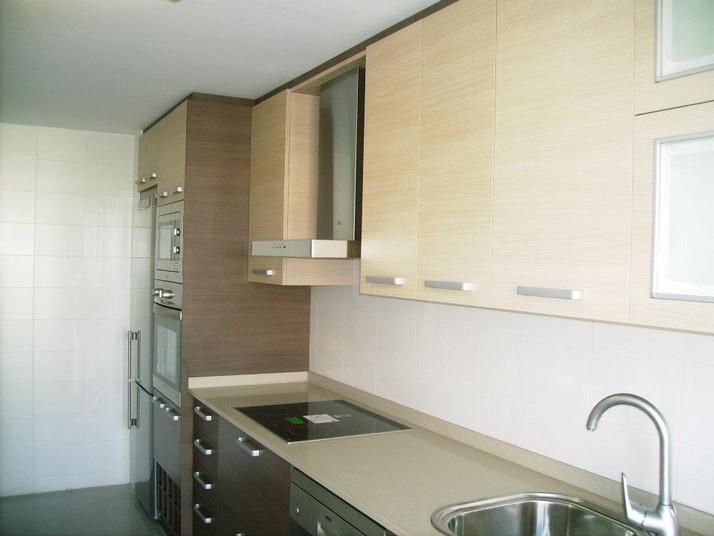 Cocina roble oscuro muebles de cocina a medida cocinas for Muebles de cocina roble